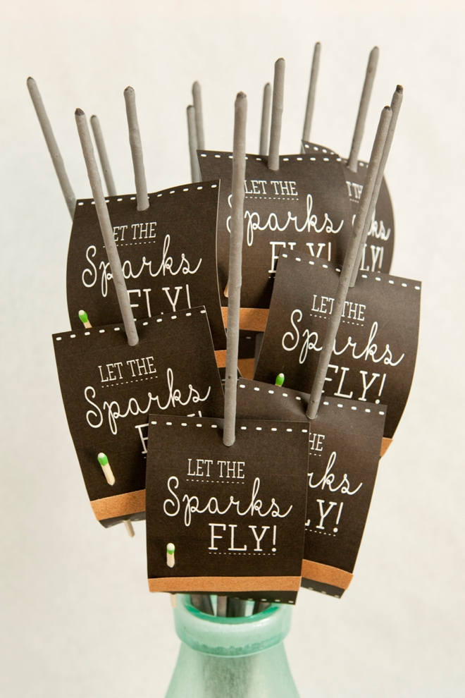 DIY-wedding-sparkler-exit-tags-sign_0020